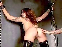 De BDSM O látex menina começa Detida