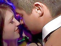 Garçon de baise on embrassant l'autre