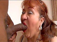 Grandmas har gagging efter svart kuk
