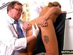 Seins naturels médecin béante et éjaculation
