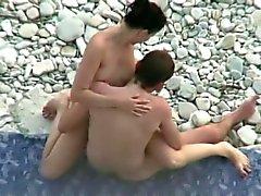 Les rapports sexuels sur la plage de . cachés came