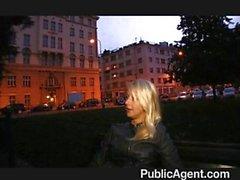 Blonde student Monika houdt van pik