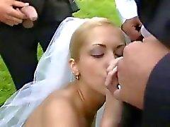 Bruid in het openbaar neuken na de bruiloft