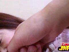 Noriko Kago Detta är ett giggly , sötsak letar samt hårigt Japan