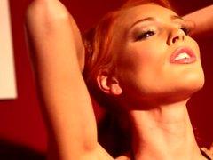 Horny Sensual Redhead saa märkä AF!