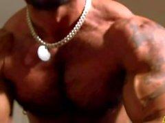 Muskeln und riesige Schwänze
