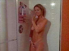 Att gå med henne i duschen och krossa henne hårt 37
