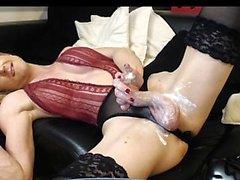 transsexuelle gros seins dans saccadés lingerie rose
