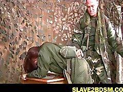 Bdsm über weibliche Armee Rekrut