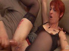 Amador dona de casa ruiva francês sodomizado com bunda para boca