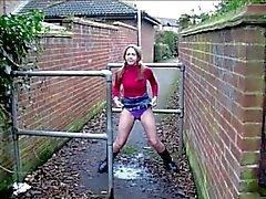 British Femenina Milf Meando Pública de