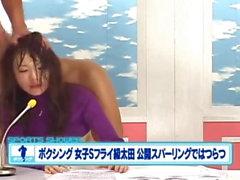Des newsreaders japonais se font bousculer et foutre en l'air .....
