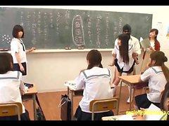Jav Idol Schulmädchen von Masked gefickt