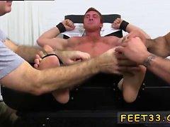 Tonåring pojken fot- och ståkuk och homosexuella åkare fötterna Connor Maguires av t