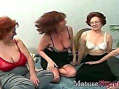 Grannies dans l'oscillation partie de