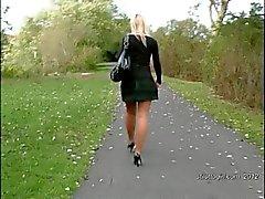 Блондинка секретарем дает ваш фетишем а Штура на каблуки