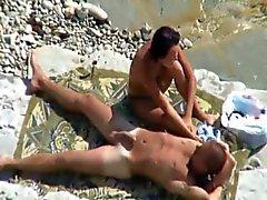 Voyeur Tapes Paar Fucking Op Strand