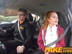 Escuela de conducción falsa linda pelirroja folla Ella Hughes