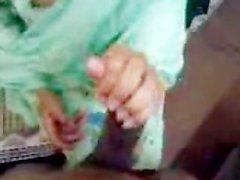 Изобразительное Пакистанская Дама нехотя сосет и трахается 4 дюйма Paki хуй