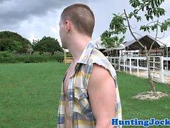 Ripped dövmeli jock berbat ve çiftlik hayvanlarını sikikleri