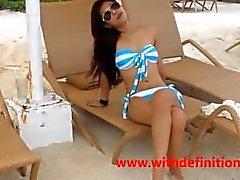 Asian суке на пляже - ГОРЯЧИЙ