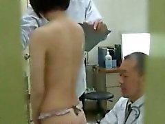 Japanilainen amatööri tirkistelijä SPYCAM osoitteessa pukuhuone