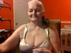 Avó de 68 anos de idade com grandes mamas