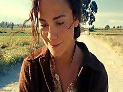 Alice Braga - auf der Straße