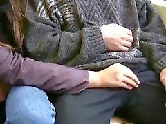 Девушкой любит высосать жезл в общественных мест