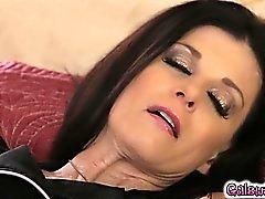 Megan целуется бедрам Индии в и лижет ее пизду