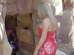 Petite loira Cums esposa em Black Cock