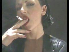 Deliciously Bağımlı Sigara İçilir Fetiş Boss Bitch In Lateks - PVC