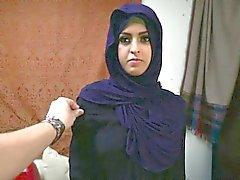 La mujer árabe del refugiado consigue el D y lo ama