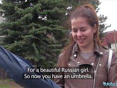 Kamu Görevlisi Nakit İçin Rus Cassie Yangın Konuşma Ayakları Islak