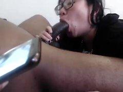 Büyük bir horoz ile sıcak küvette Asya oral seks