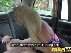 Fake Taxi Curvy Blondine mit riesigen Titten und großen Arsch