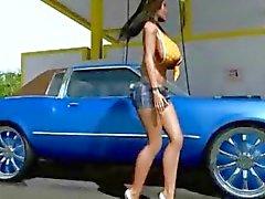 3D Big Titted Babe wäscht ihr Auto !