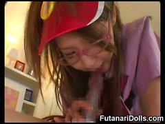 Futanari Serveuse éjacule sur étudiante !