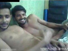 Hintli Çocuklar, Kamerada Eğleniyor