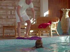 Relaxxxed - Geil Lana und Leny Böse ficken unter Wasser im Pool mit der Nähe Schüsse