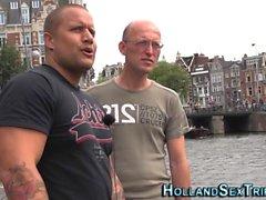 Le prozzie néerlandais suce la bite
