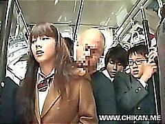 Schüchtern Schulmädchen belästigte sowie im Bus benutzt