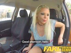 Fake autokoulu Barbie ansaitsee hänen pass valtava kasvojen
