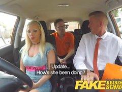 Fake Driving School Barbie tjänar sitt pass med en stor ansiktsbehandling
