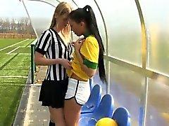 Бразильского игрока разрывает что рефери