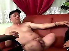 La torcedura prostituta Latinas le paga de un hombre ápodo cachonda