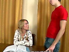 Rus Blonde Babe Yeni Şeyleri Deniyor