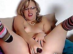 Amateur madre paso masturbarse y chorros de levas