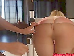 Lezdom blonde soumise fessée