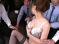 Aiko Hirose de fodida por todos os seus colegas de escritório que